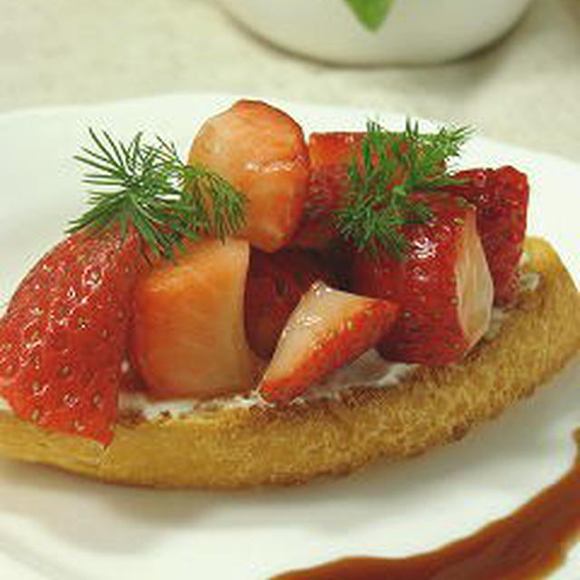 苺のバルサミコマリネのクロスティーニ