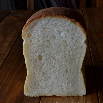 ホップとルヴァンの山食パン