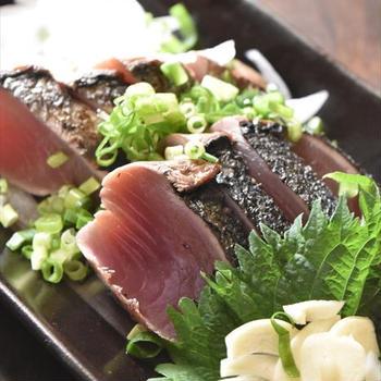 高知の鰹のたたきは藁焼きが香ばしくて最高!~藁焼きの動画もあるよ~