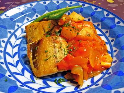 トマトソースで、ローズマリー塩鯖
