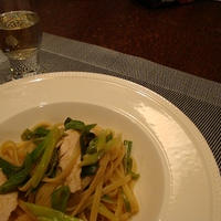 茹で鶏とわけぎ、甘長とうがらしのジンジャーパスタ 花椒風味
