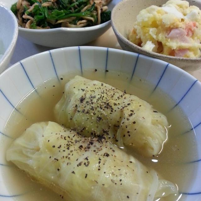 シンプルなコンソメスープで煮込んだロールキャベツ。