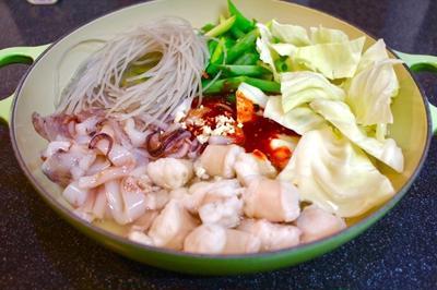 釜山式ナクチポックンを真似て、コプチャンとイカの韓国風辛い鍋
