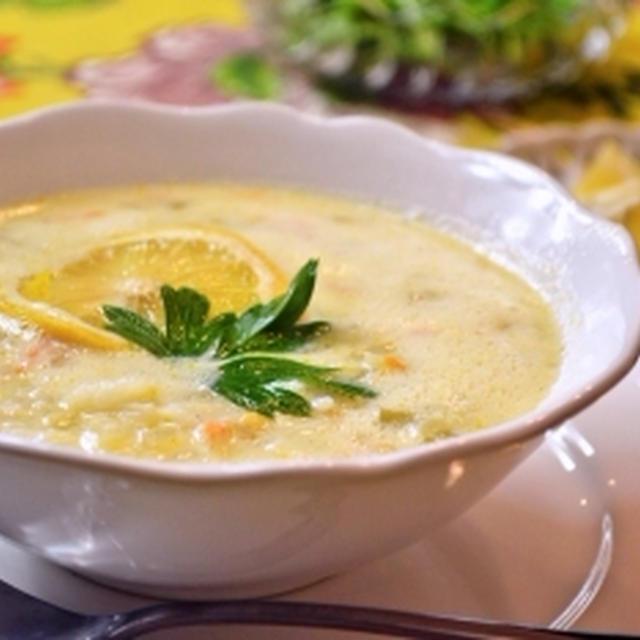 酸味爽やか【ギリシャ風のチキンレモンスープ】たまごがとろりクリーミー!