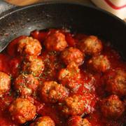 お弁当にも♪こども大好き!チーズinミートボールの甘口トマト煮