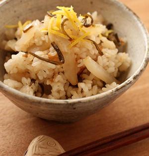 塩昆布と大根の炊き込みご飯