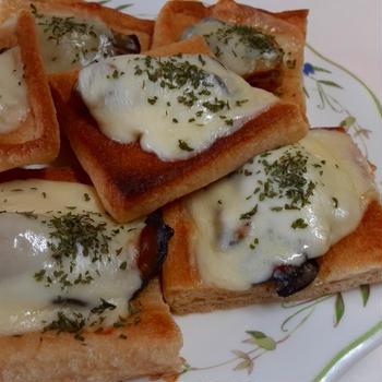 蒸し牡蠣と油揚げの和風ピザ