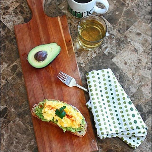 自家製カンパで、アボカド&とろ~り卵の 朝食プレート♪