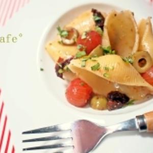 オレガノ香るトマトとオリーブのパスタ