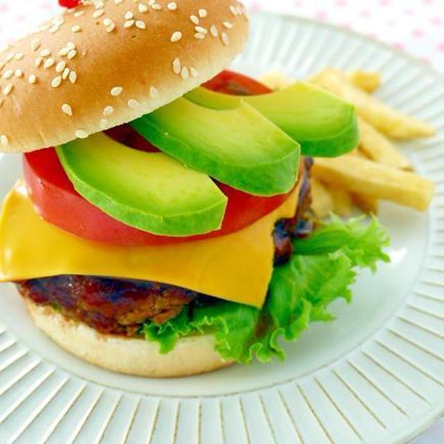 みんな大好き♪アボカドチーズバーガー 休日のブランチに手作りハンバーガーを喰らう!