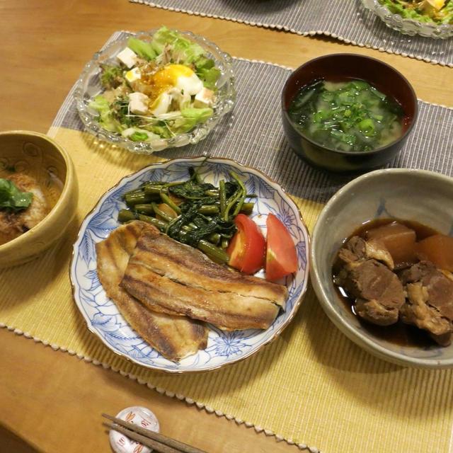 統一感なし!? 秋刀魚のレモン風味焼などの晩ご飯♪