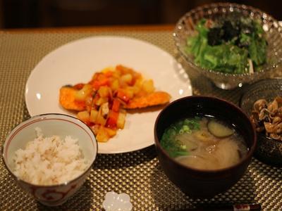 サーモンのソテー レタスと豆腐の和風サラダ