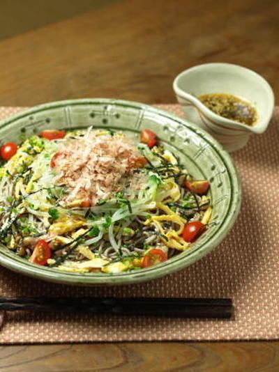 冷やし中華みたいな納豆サラダ蕎麦 、 ルクエ活用レシピ