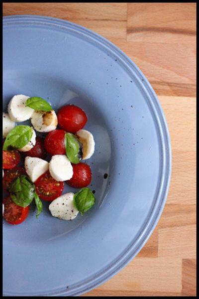 家で食べる版カプレーゼ2種類。