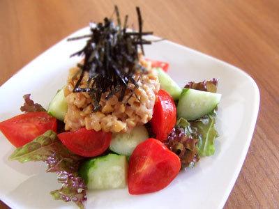 トマトときゅうりの納豆サラダ