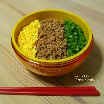 中華チリそぼろ丼のお弁当。