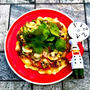 簡単❣️具材たっぷり♪ 『オイスターソース&黒胡椒香る♪豚薄切り肉とマッシュルームの和風ピザ』