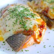 トースターで焼くだけ♪『秋鮭の味噌マヨチーズグリル』♡肉食派の彼も大満足の一品〜♪《簡単*節約》