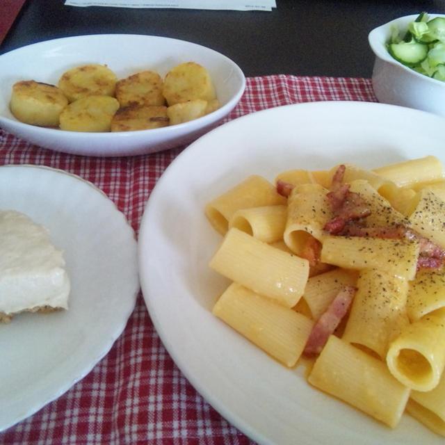イタリア旅行再現 リガトーニのカルボナーラ と簡単濃厚レアチーズ