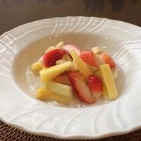 カルダモン風味の30℃ボーメシロップフルーツサラダ