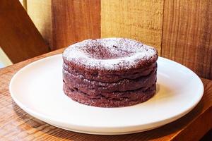 バレンタイン限定メニューはこちらの「ダンデライオン・チョコレートケーキ」。ドミニカ共和国オコカリベの...