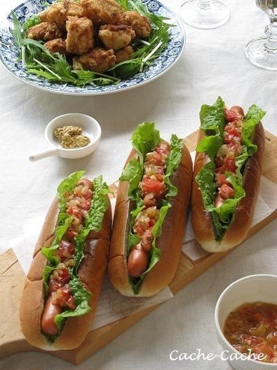 サルサソースのホットドッグと、から揚げでランチ♪