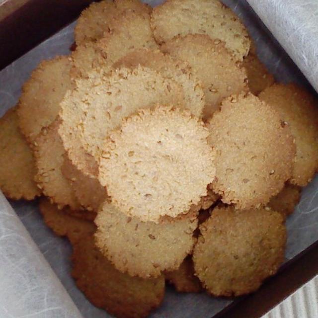 ホッとする味!おからパウダーで白ゴマときな粉の薄焼きクッキー