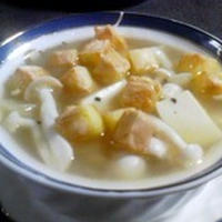 「チーズを浮かべたキノコオニオンスープ」