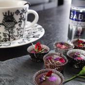 溶かすだけのエディブルフラワー入りバニラの香りのチョコレート