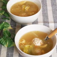 きざみにんじん の ふわふわ 団子スープ 。