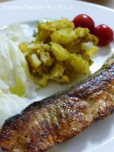 スパイスクッキングde簡単すぎる、ルクエで作るカレーポテトの付け合せ&鮭のハーブ焼他。