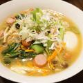 おうちラーメンはウインナー&野菜炒めと煮卵をのせるだけ(●´ω`●)