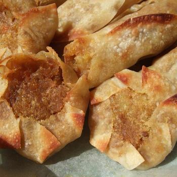 トースターで簡単★残りカレーとサツマイモのサモサ風。