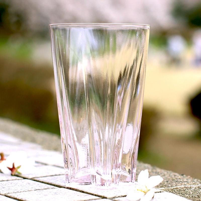 一見、普通のピンクのグラスのように見えますが、底面に可愛い秘密が!実は、グラスの外部と内部の気温差で...