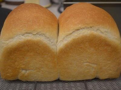 ふんわり全粒粉山食パンとしおたんのお弁当♪