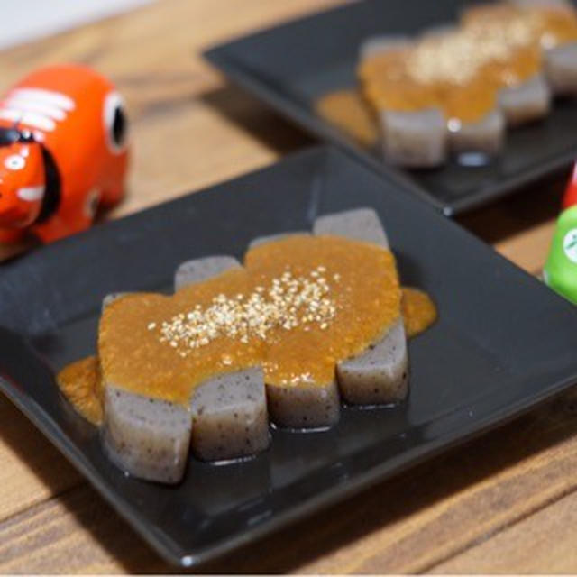 こんにゃくの味噌田楽とざくろを食べる。