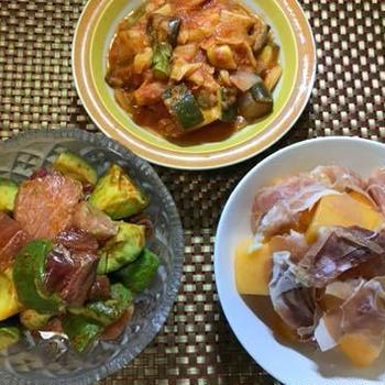完熟メロンと真っ赤なアマニオイル、野菜のトマトソース煮