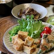高野豆腐の唐揚げ と たけのこご飯。タッパ詰めのおかず。