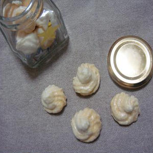 シナモン風味の焼きメレンゲ。