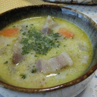 おかわり必至♪ コロコロ根菜とベーコンの豆乳スープ