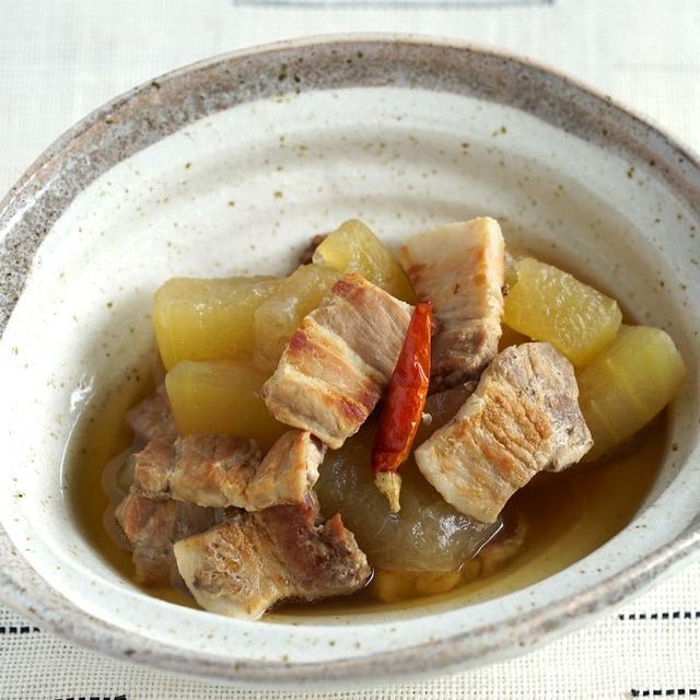 豚の三枚肉と冬瓜の煮物