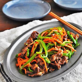【レシピ】栄養満点!青椒肉絲ーチンジャオロースー(青椒牛肉絲)