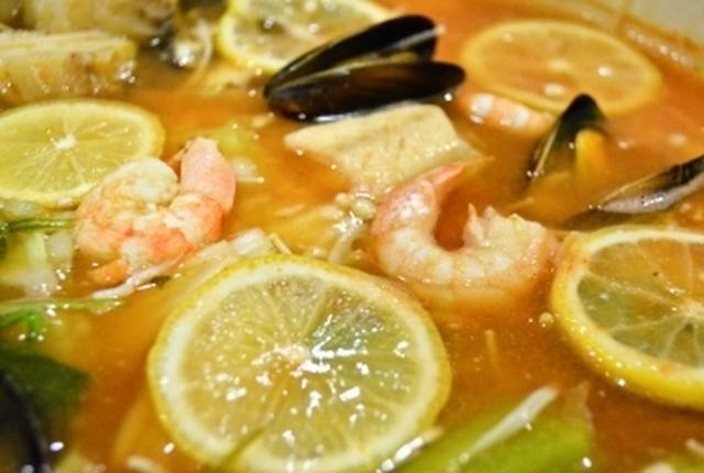 レモンやえびやムール貝の入ったブイヤベース