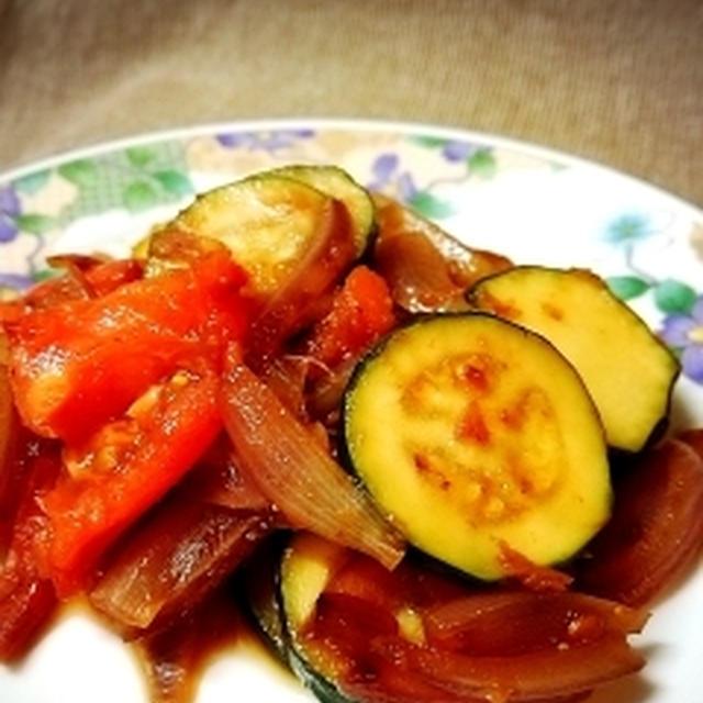 ズッキーニとトマトのバター醤油炒め