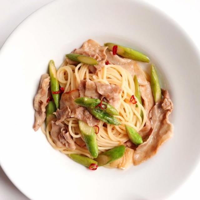 【簡単!】豚バラとアスパラのガリバタ醤油パスタのレシピ