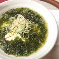 おぼろ豆腐とアオサ海苔の白だし汁