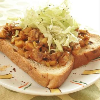 野菜がタップリ摂れる♪サラダカレーきのこトースト