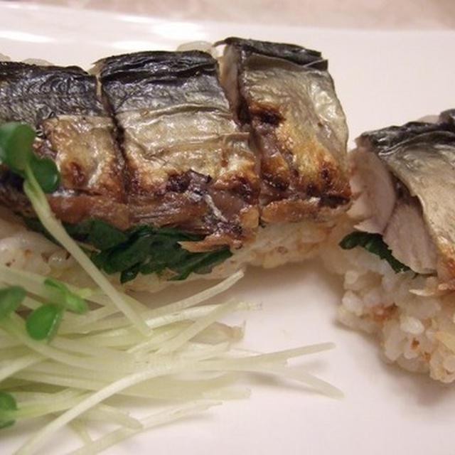 焼き鯖寿司は、切るのが難しい~