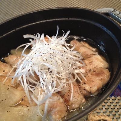 さっぱりな煮物を「豚バラロールと大根の煎り酒でさっと煮」。
