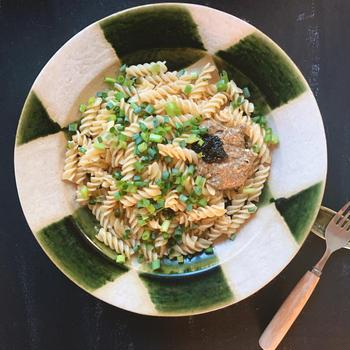 びん詰の海苔の佃煮を使ってクセになる美味しさの「海苔&クリームチーズパスタ。&わさび」